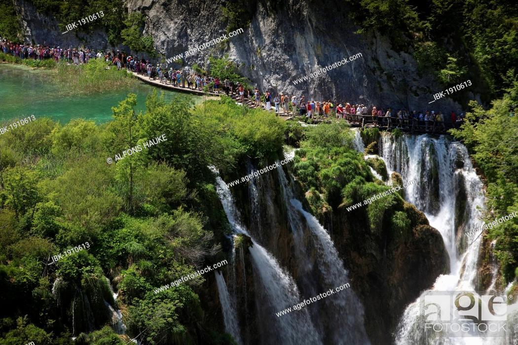 Stock Photo: Large Waterfall or Veliki Slap, Plitvice Lakes National Park, UNESCO World Heritage Site, Croatia, Europe.