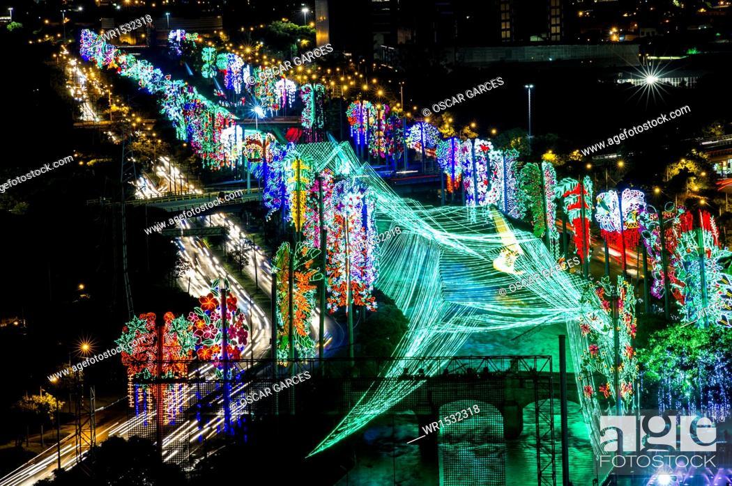 Imagen: Lightings in Medellin River, Medellin, Antioquia, Colombia.