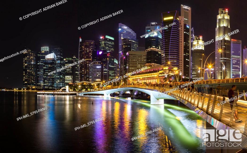 Imagen: Asia Singapore Singapore skyline and Jubilee Bridge at night.