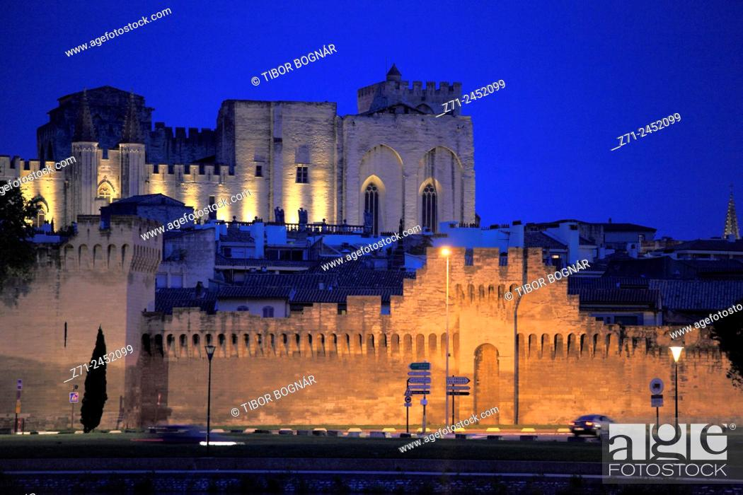 Stock Photo: France, Provence, Avignon, skyline, general view.