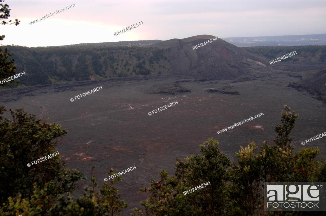Stock Photo: Volcano National Park - Hawaii - craters.