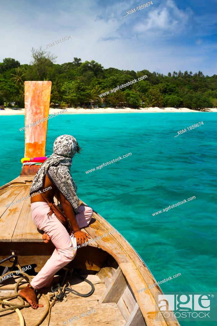 Imagen: Native men in a longtail boat on Long beach  Phi Phi Don island  Krabi province, Andaman Sea, Thailand.