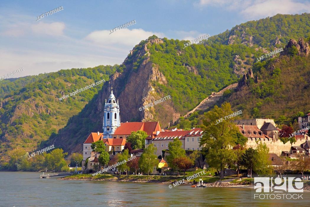 Photo de stock: View at D³rnstein with Collegiate Church , Wachau , River Danube , Nieder÷sterreich , Lower Austria , Austria , Europe.