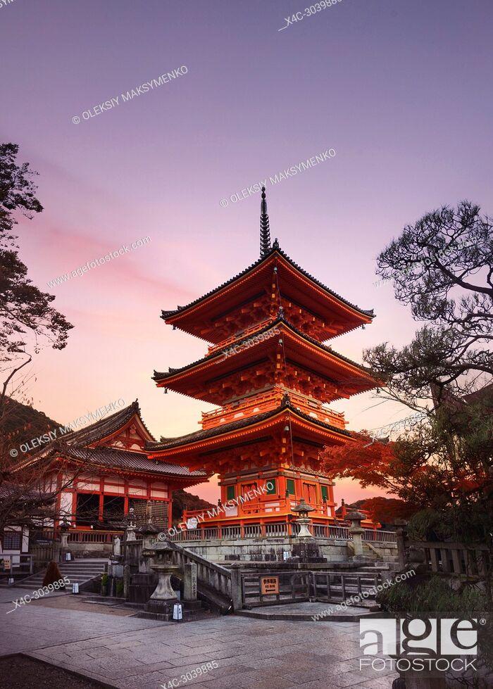 Stock Photo: Kiyomizu-dera, Sanjunoto pagoda in Kyoto in beautiful morning sunrise scenery. Kiyomizu-dera Buddhist temple, Higashiyama, Kyoto, Japan.