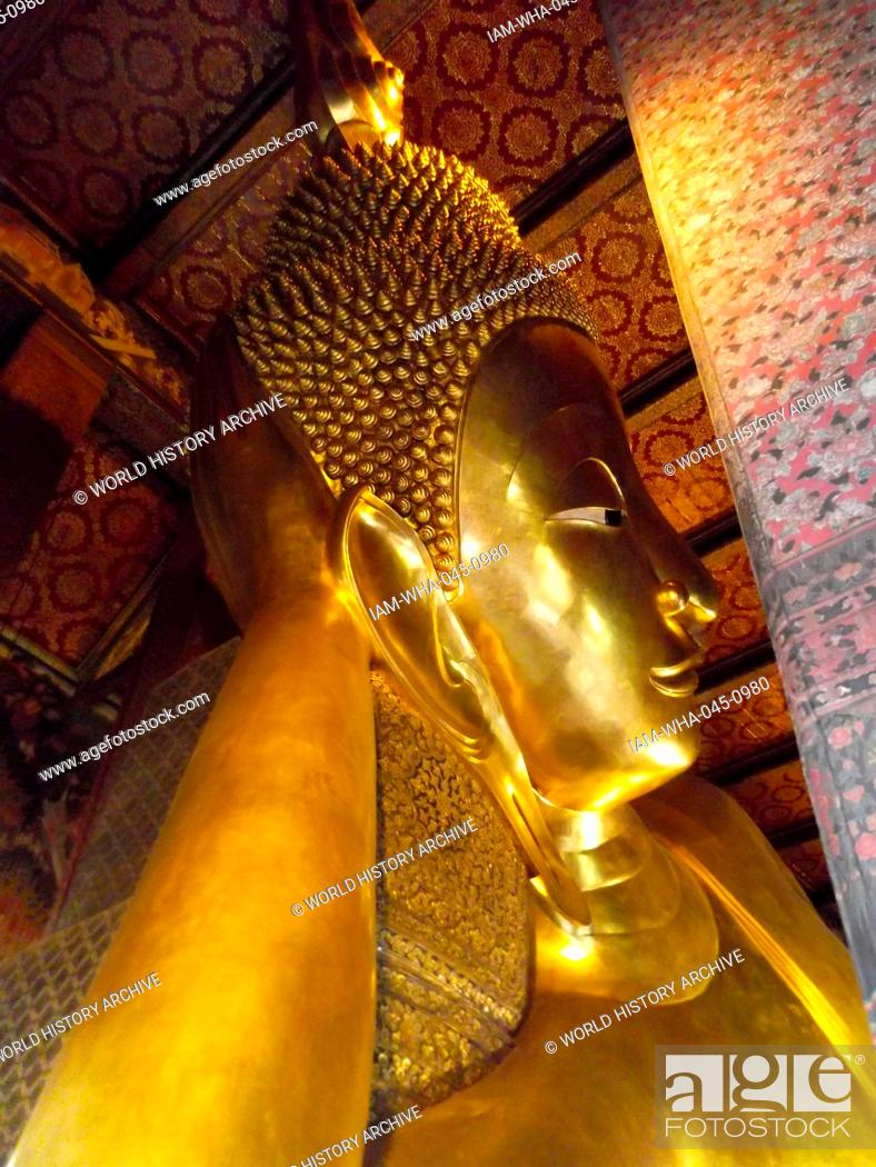Imagen: Wat Pho Buddhist temple in Phra Nakhon district, Bangkok, Thailand. Known as the Temple of the Reclining Buddha. The reclining Buddha is 15 m high and 43 m long.