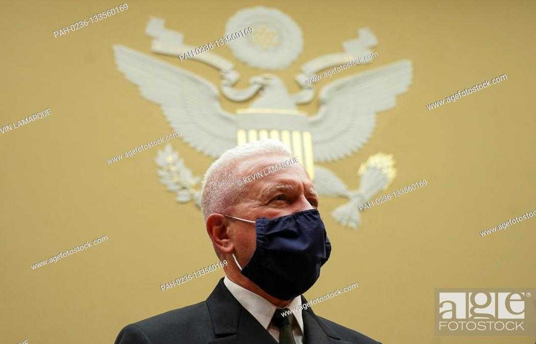 Photo de stock: Admiral Brett Giroir, United States Assistant Secretary for Health, waits to testify at the start of a House Select Subcommittee on the Coronavirus Crisis.