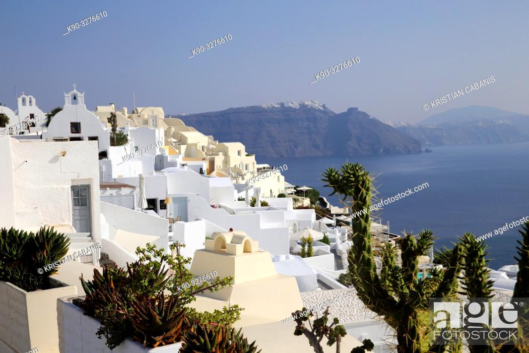 Imagen: Houses in Oia with the sea and caldera, Santorin, Greece, Europe.