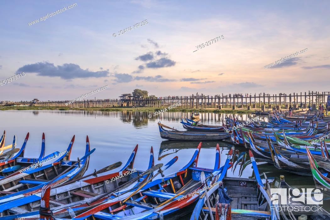 Stock Photo: U Bein Bridge, Amarapura, Mandalay, Myanmar, Asia.