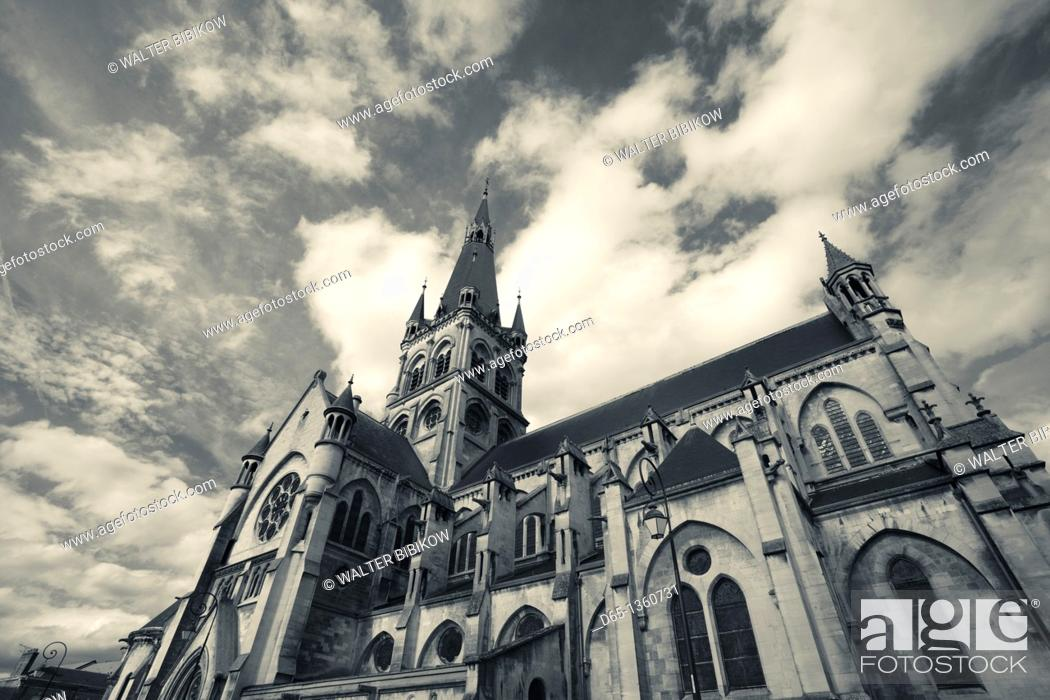 Stock Photo: France, Marne, Champagne Region, Epernay, Notre Dame church.