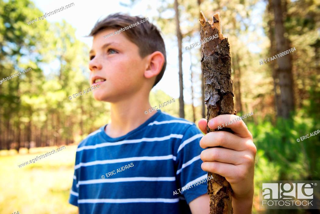 Photo de stock: Boy hiking in woods.