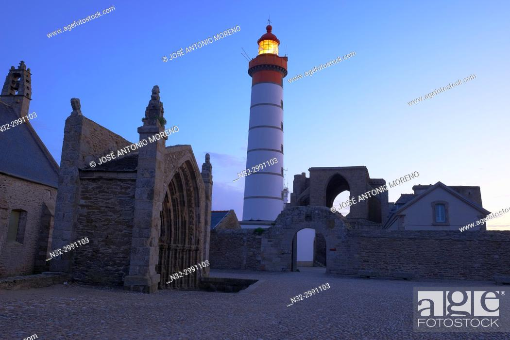Stock Photo: Saint Mathieu lighthouse, Ruins of a benedictine abbey, Pointe de Sant-Mathieu, Finisterre, Bretagne, Brittany, France Europe. .