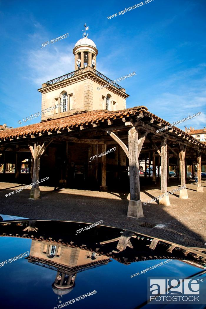 Stock Photo: THE MEDIEVAL COVERED MARKET OF REVEL, (31) HAUTE-GARONNE, MIDI-PYRENEES LANGUEDOC ROUSSILLON.