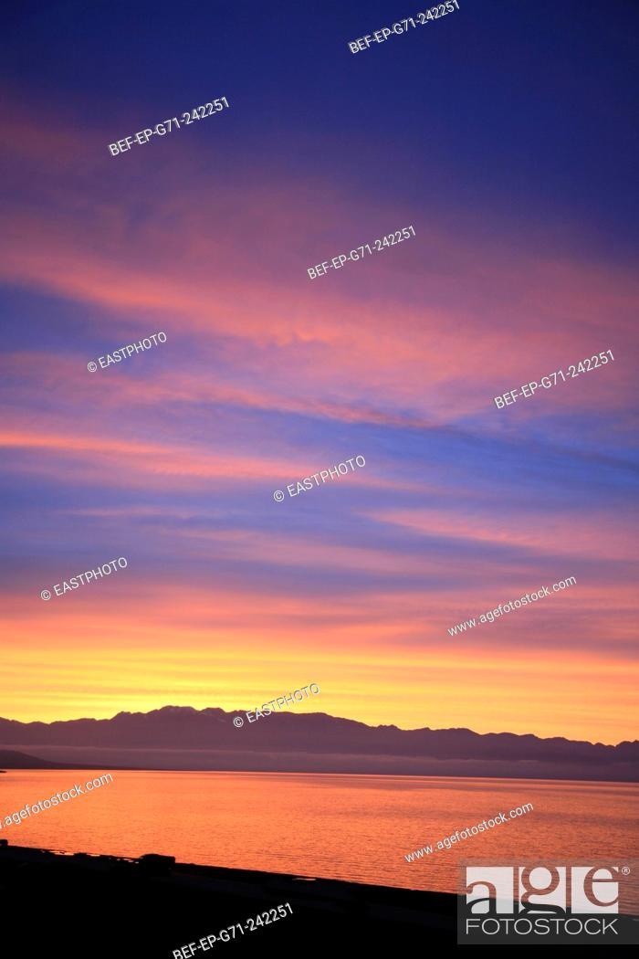 Stock Photo: sunset glow in Xinjiang.