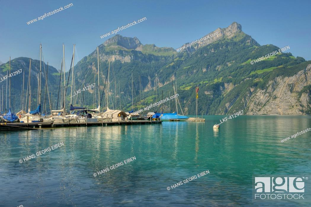 Imagen: View from Sisikon village onto the Lake Lucerne with Niederbauen Chulm mountain and Urner Alps, Uri, Switzerland, Europe.