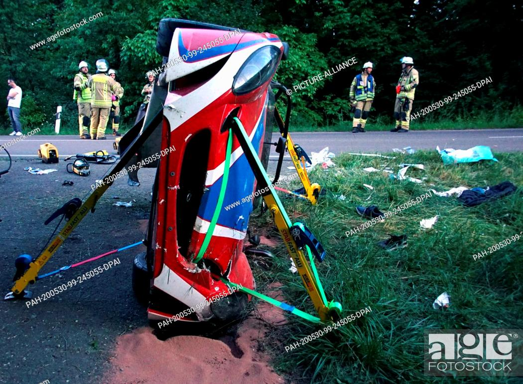 Stock Photo: 29 May 2020, Baden-Wuerttemberg, Remseck am Neckar: A crashed Lotus convertible lies upright on the side of the road. The 41-year-old driver was killed in the.