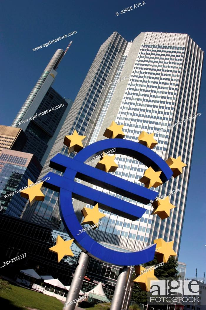 Imagen: Euro logo, Frankfurt, Germany.