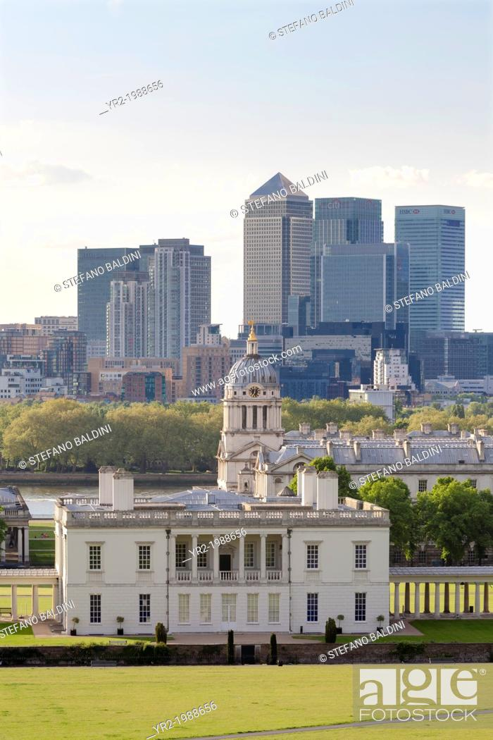 Imagen: View from Greenwich over Queens House Royal Naval College and Canary Wharf, London, UK.
