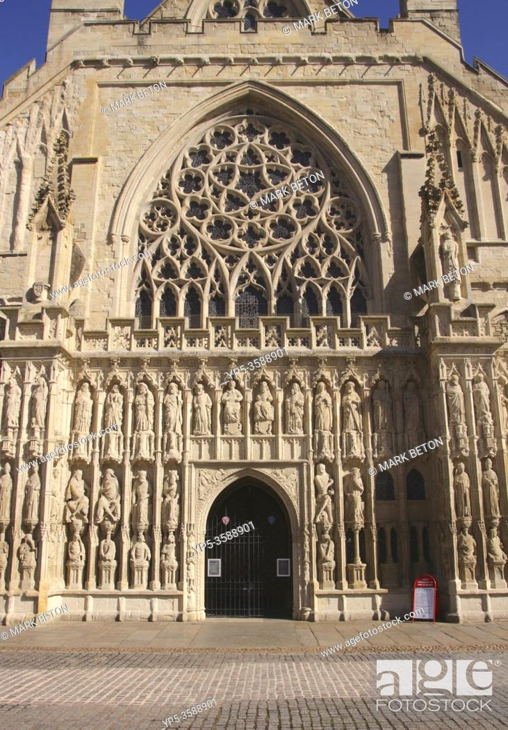 Imagen: Entrance to Exeter Cathedral Devon England.