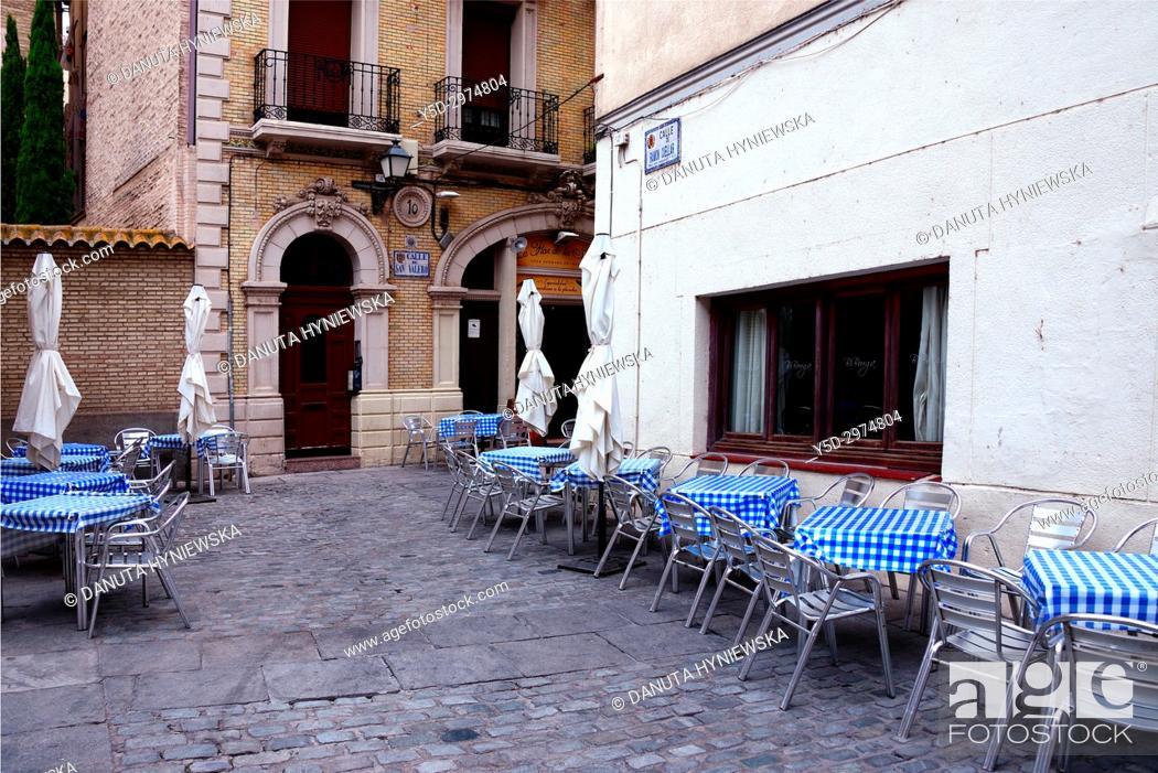 Imagen: Calle de San Valero on a side of Catedral del Salvador de Zaragoza, historic center of Zaragoza, Saragossa, Aragon, Spain, Europe.