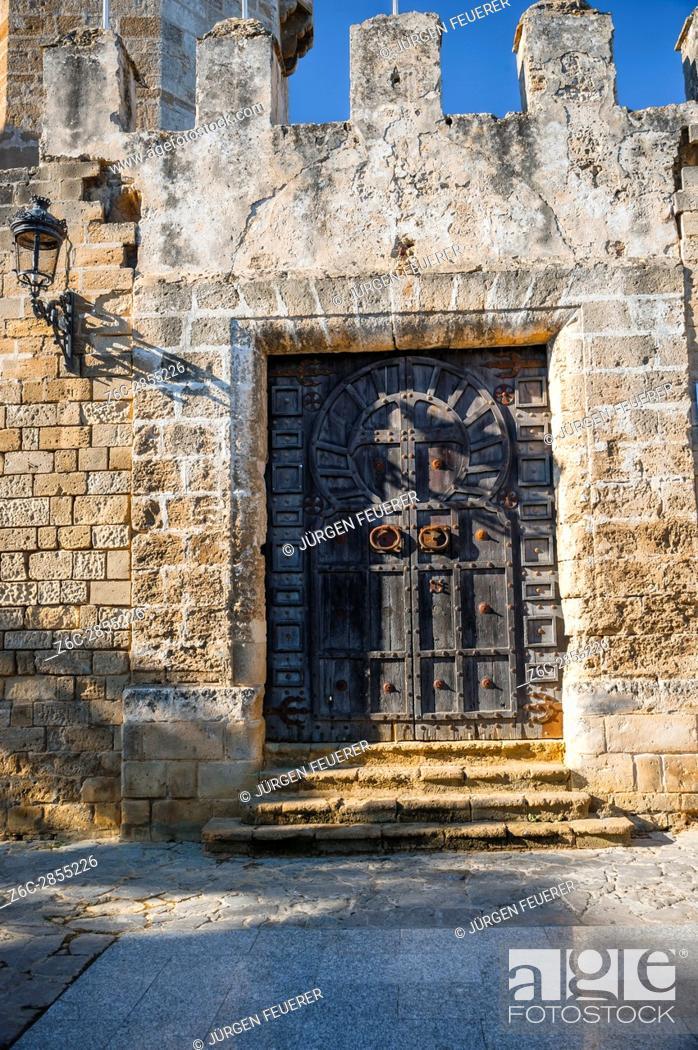 Stock Photo: Entrance with wooden door to the San Marcos Castle in El Puerto de Santa Maria, province of Cádiz, Andalusia, Spain.