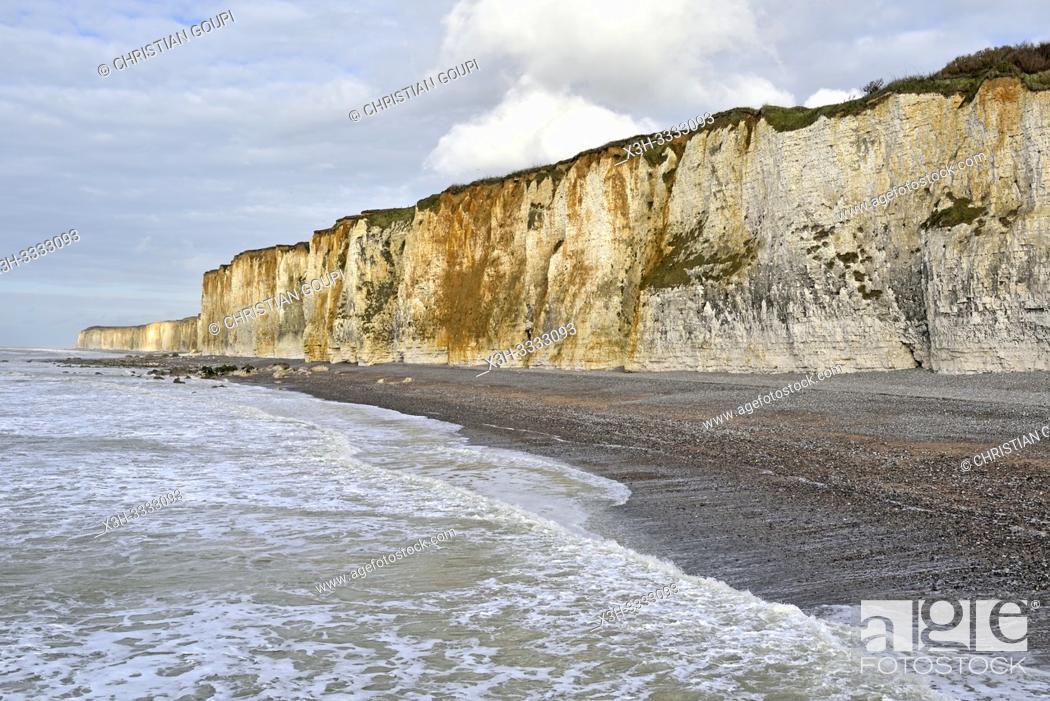 Stock Photo: les falaise a Veules-les-Roses, departement de Seine-Maritime, region Normandie, France/cliffs at Veules-les-Roses, Vaucottes hanging valley.