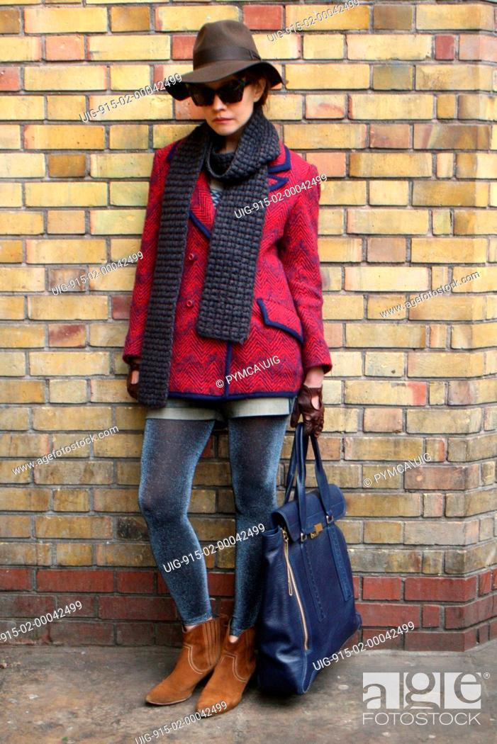Imagen: Street fashion portrait. Brick Lane, East London December 2011.