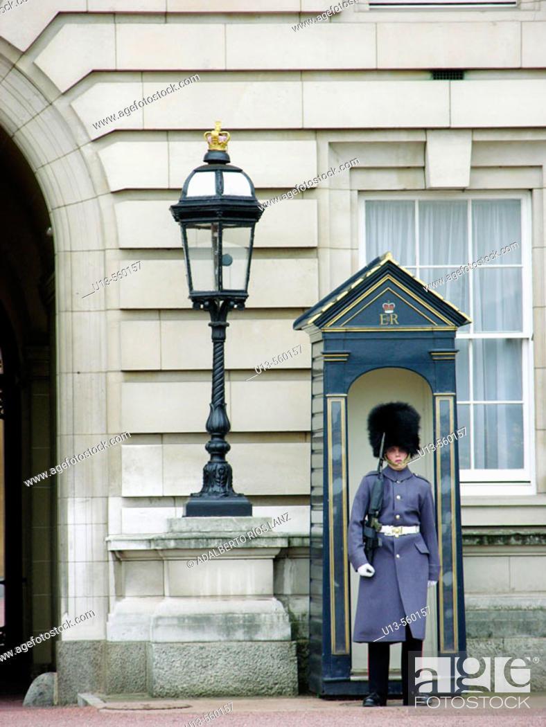 Stock Photo: Guard at Buckingham Palace. London. England.