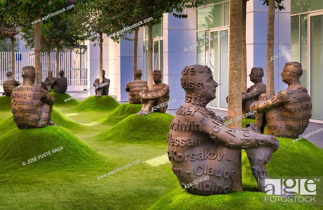 Imagen: Barcelona City, Modern Art Museum, Jaume Plensa Sculptures.