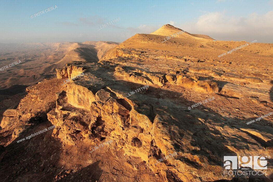 Stock Photo: Israel, Negev Desert, the western rim of the Makhtesh Gadol Big Crater.