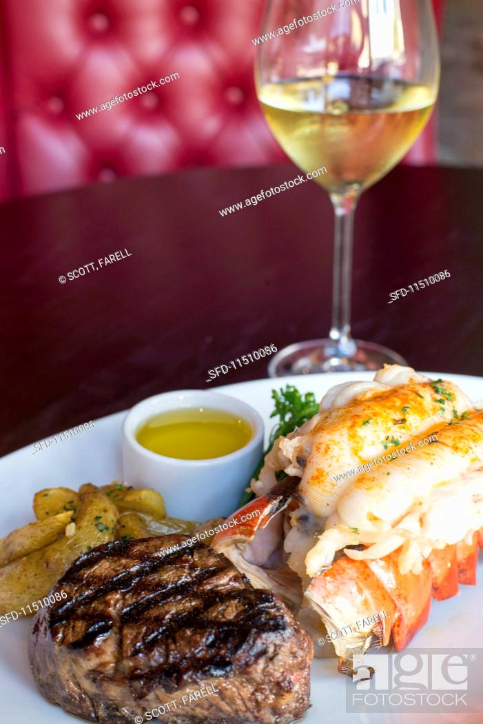 Imagen: Surf& Turf with fillet mignon and lobster.
