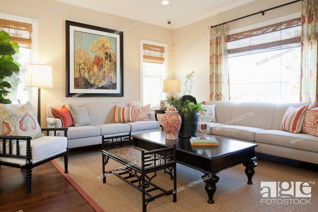 Imagen: Seating furniture with large painting in a living room at home.