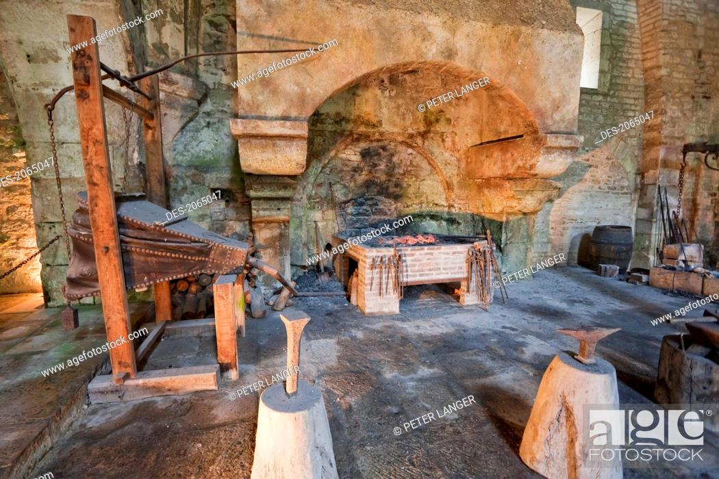 Imagen: Furnace In The Forge Of The Cistercian Abbey Of Fontenay, Cote D'or, France.