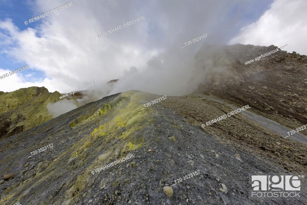 Stock Photo: Garbuna Volcano, Kimbe Bay, New Britain, Papua New Guinea.
