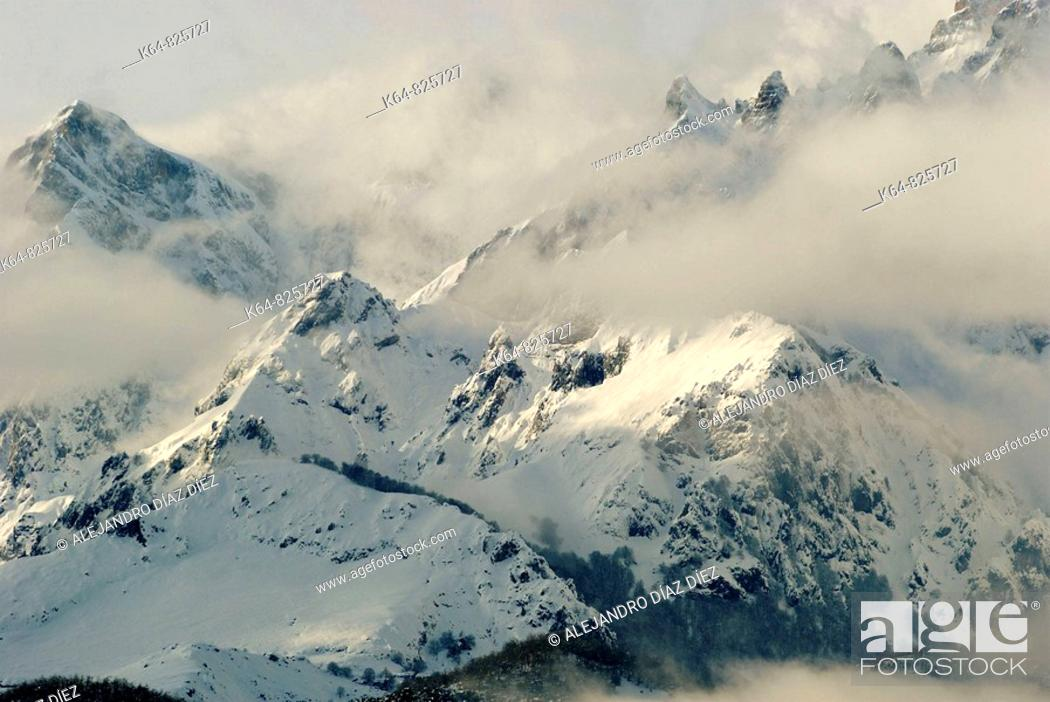 Stock Photo: Picos de Europa, view from Potes, Cantabria, Spain.