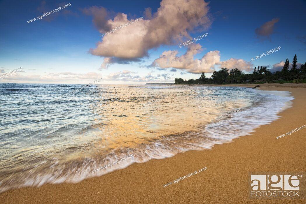 Imagen: Evening light over the Pacific from Tunnels Beach, Kauai, Hawaii USA.