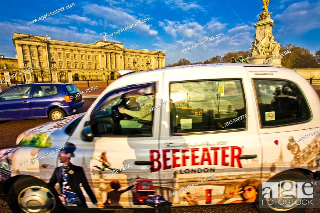 Stock Photo: Beefeater advertising in Cab, Taxi, Buckingham Palace, Victoria Memorial, City of Westminster, London, England, UK, United Kingdom, Europe.