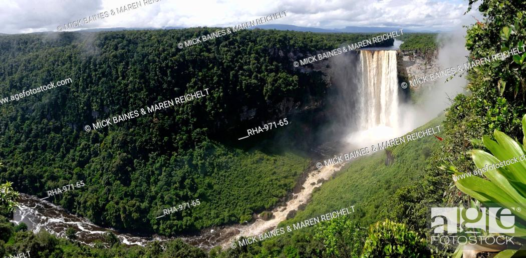 Stock Photo: Panoramic view of Kaieteur Falls, Guyana, South America.