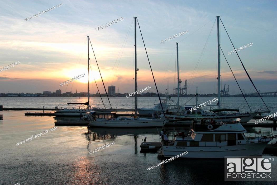 Stock Photo: boats, parked, positioned, sun, dawn, dusk.