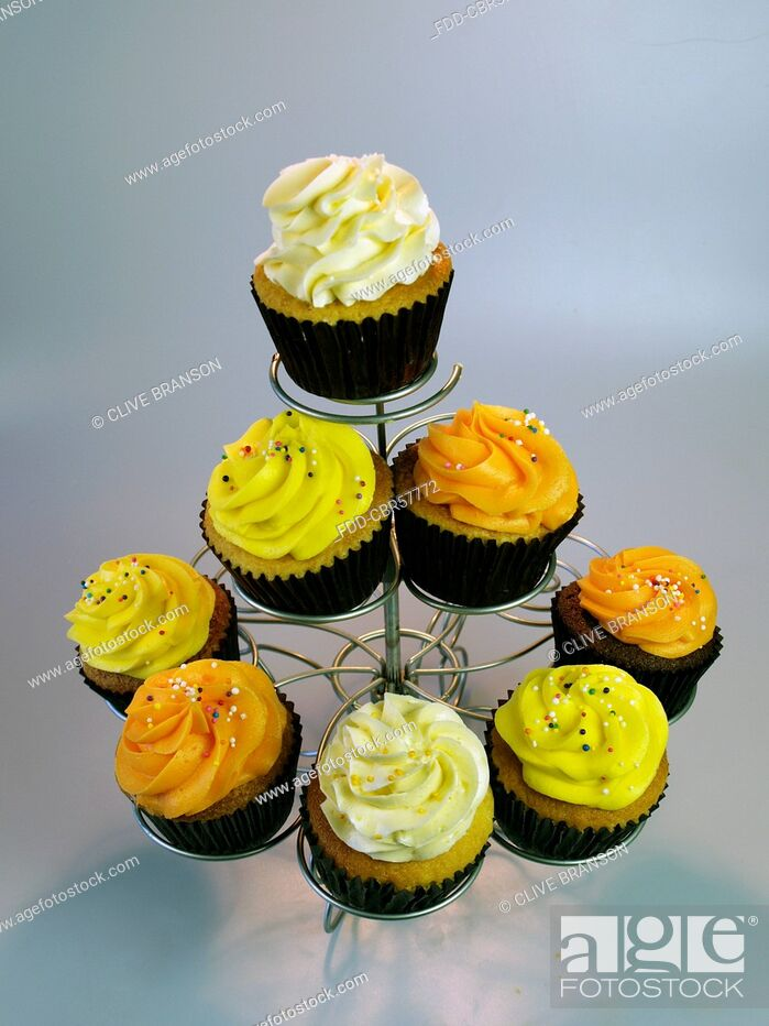 Imagen: Various Colourful Iced Cupcakes On A Cake Stand.