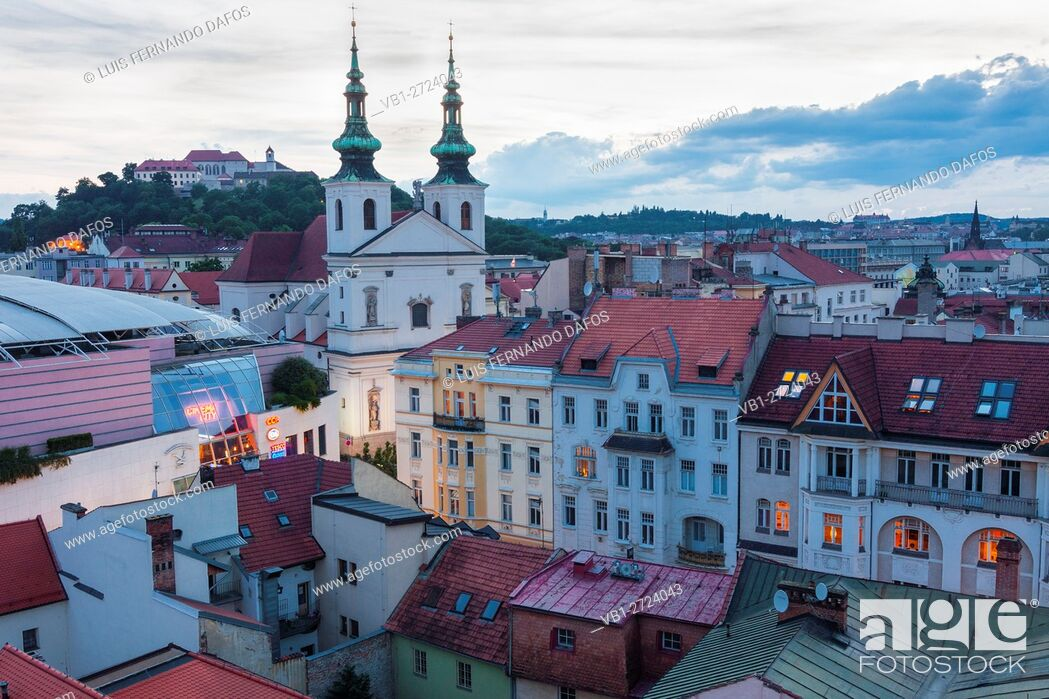 Imagen: Overview at dusk with Dominican church and Spilberk castle. Brno, Czech Republic.