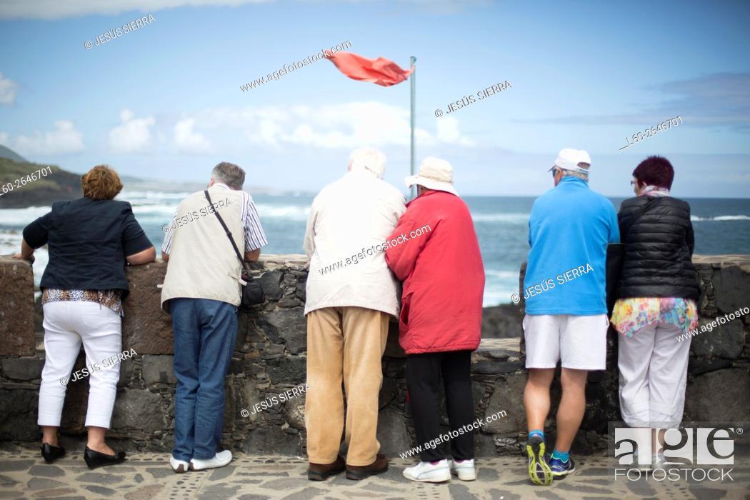 Imagen: Tourist, Fag red in Garachico, Tenerife Canary islands, Spain.