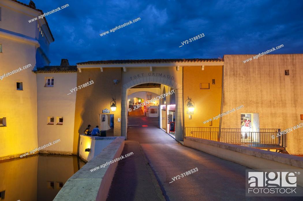 Imagen: City wall at the bridge Pont de la Poteme, Port Grimaud, Var, Provence-Alpes-Cote d`Azur, France, Europe.
