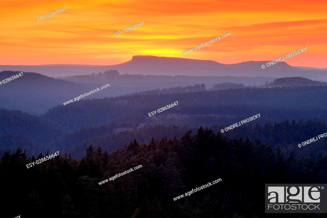 Imagen: Valley few minutes after the sunset in national park Bohemian Switzerland.