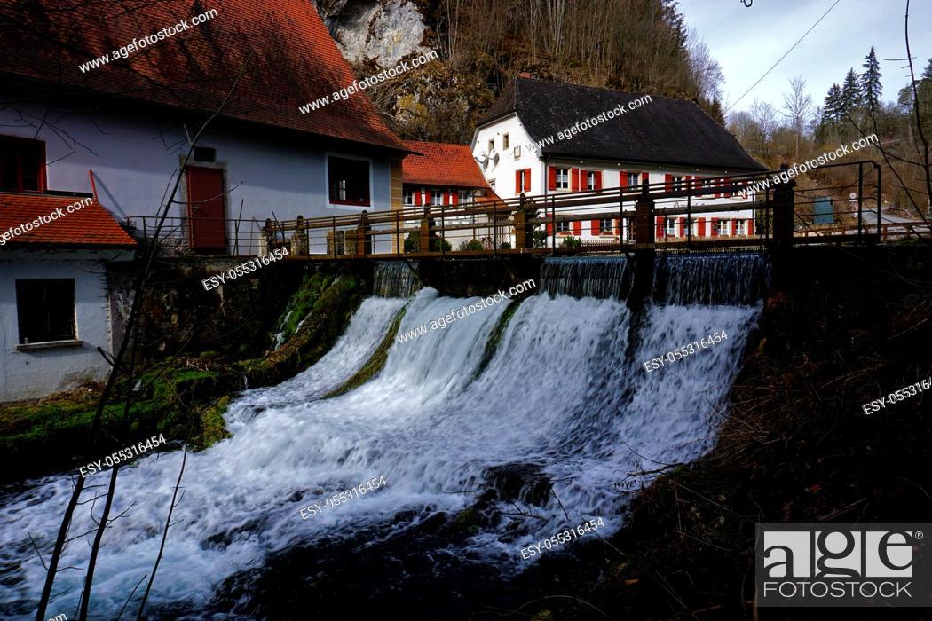 Photo de stock: Wasserfall, Schwaebische Alb, ber der Wimsener Hoehle und Zwiefalten, waterfall near the wimsener cave, swabian alps, Germany.
