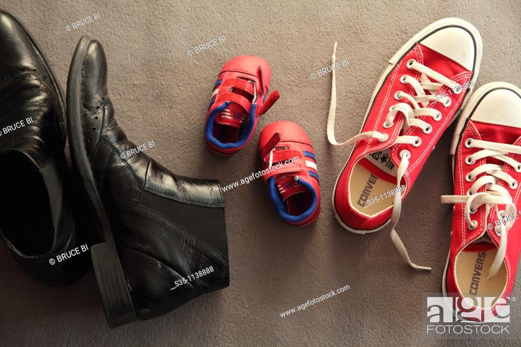Imagen: Shoes of a family.