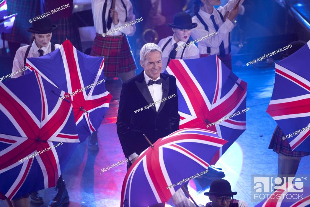 Imagen: Italian host and singer Claudio Baglioni during the third evening of the 69th Sanremo Music Festival. Sanremo (Italy), February 7th, 2019.