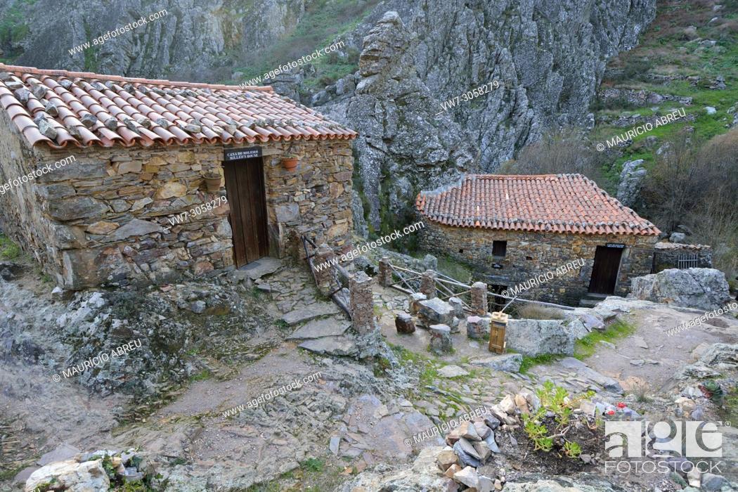 Imagen: Watermills in the geological park of Penha Garcia. Beira Baixa, Portugal.