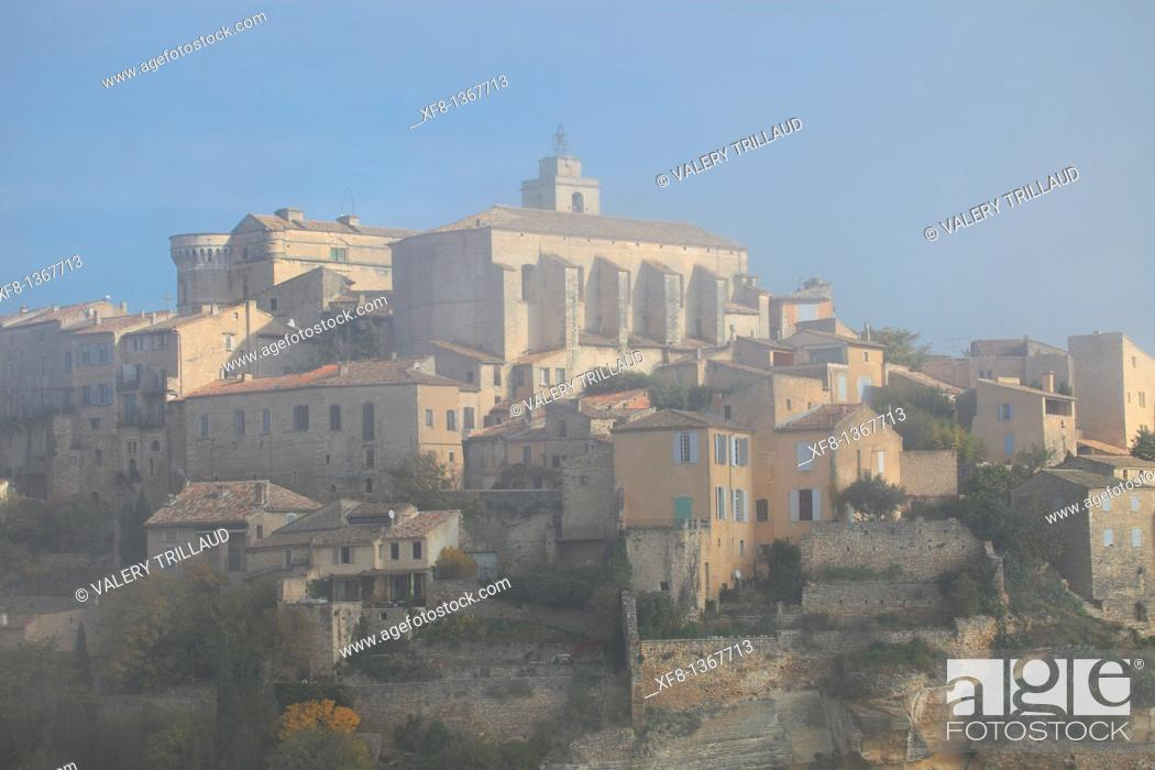 Stock Photo: The village of Gordes in the Luberon, Vaucluse, Provence-Alpes-Côte d'Azur, France.