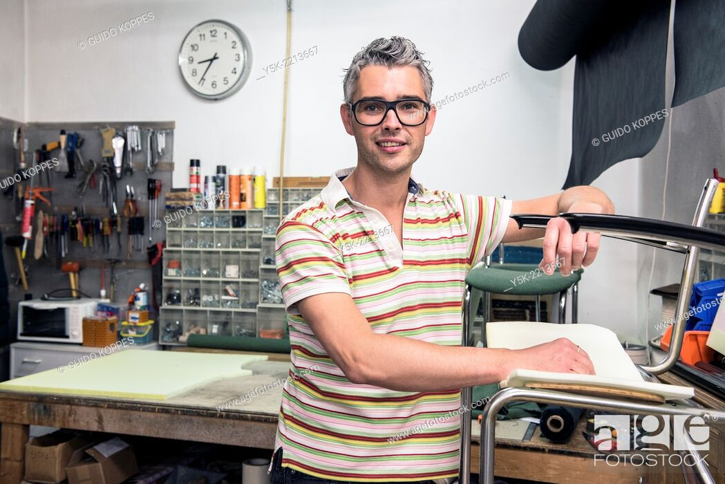 Photo de stock: Tilburg, Netherlands. Josef works as an independent upholsterer in his own workshop, down town Tilburg, where he refurbishes and upholsters all kinds of chairs.