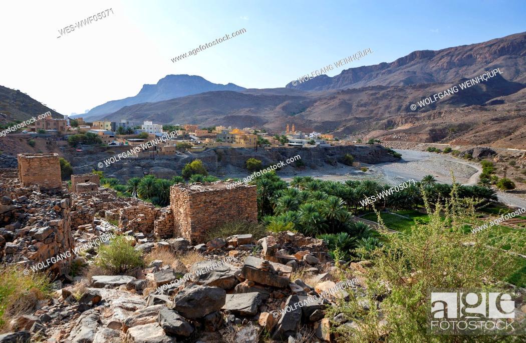 Stock Photo: Oman, Ad Dakhiliyah Governorate, Az Zuwayhir, Ruin city Riwaygh as Safil, palm grove.